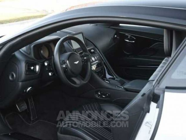 Aston Martin DB11 V12 Touchtronic Lunar White Direction - 4