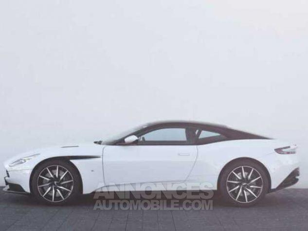 Aston Martin DB11 V12 Touchtronic Lunar White Direction - 11
