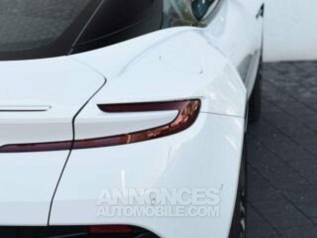 Aston Martin DB11 V12 Touchtronic Lunar White Direction - 12