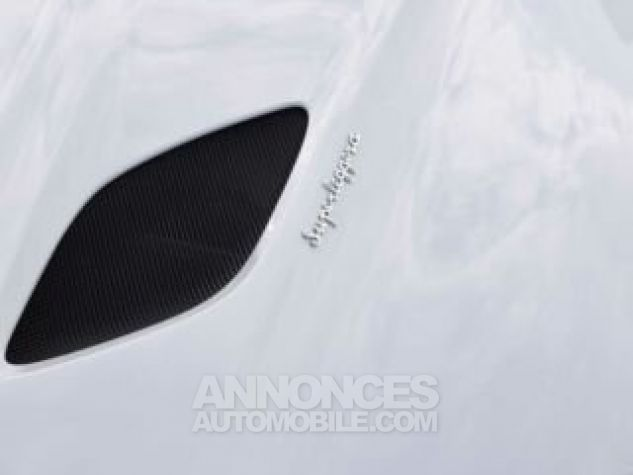 Aston Martin DBS SUPERLEGGERA Design Dynamic Futurist White Stone Occasion - 8