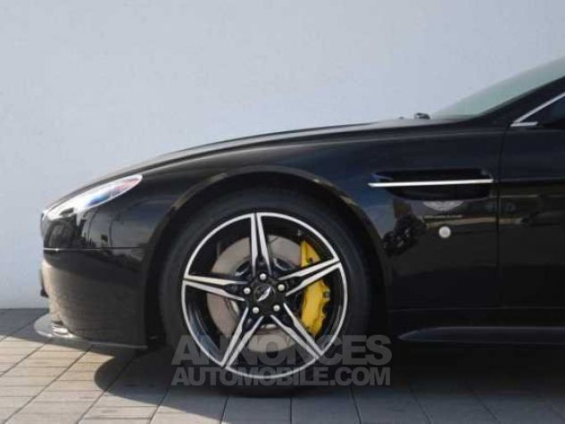 Aston Martin V8 Vantage S SPORTSHIFT  Onyx Black métal Direction - 4
