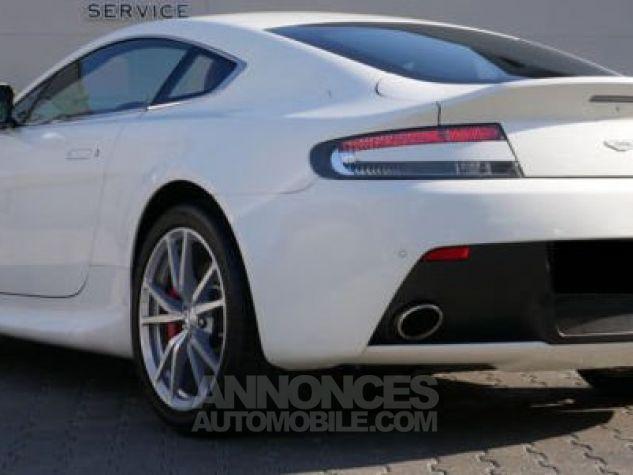 Aston Martin V8 Vantage SPORTSHIFT Morning Frost white Direction - 2