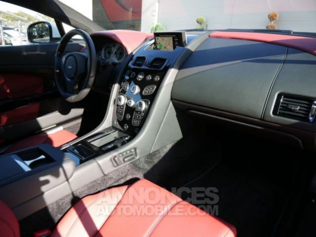 Aston Martin V8 Vantage SPORTSHIFT Morning Frost white Direction - 6