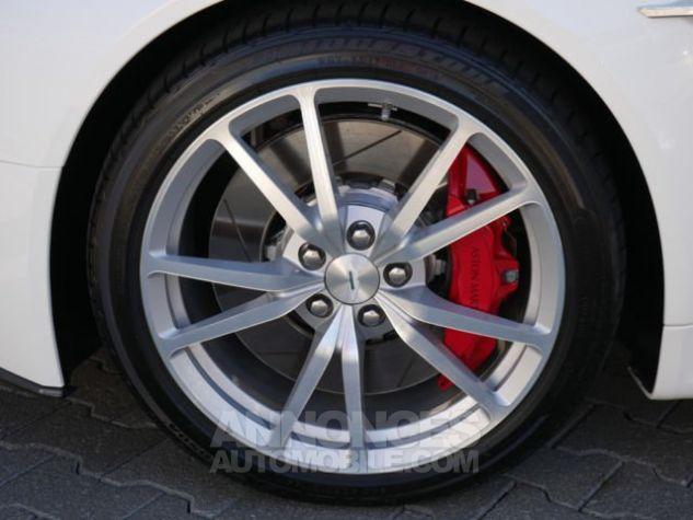 Aston Martin V8 Vantage SPORTSHIFT Morning Frost white Direction - 11