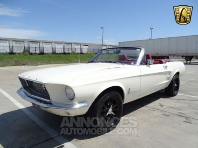 Ford Mustang 1967 Blanc Occasion - 1
