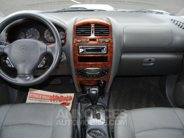 Hyundai SANTA FÉ CRDI PACK LUXE 125 CH 4WD BA Gris Clair Occasion - 1