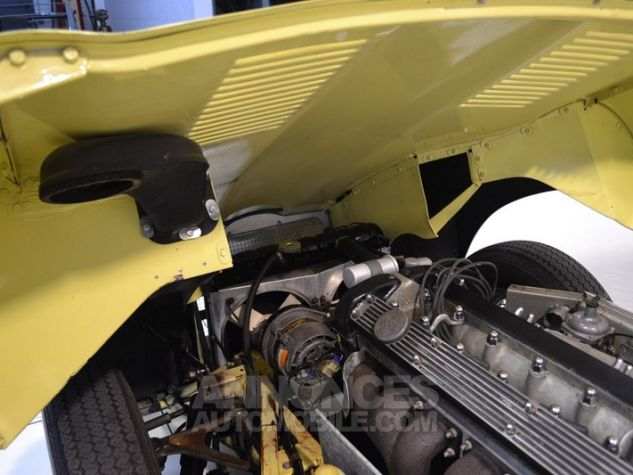 Jaguar E-Type Type E Cabriolet 4.2L Pale Primerose Yellow Occasion - 34