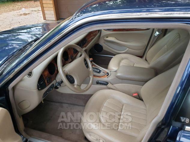 Jaguar XJ8 3.2 L V8 PACK CLASSIC BLEU MARINE METALLISE Occasion - 3