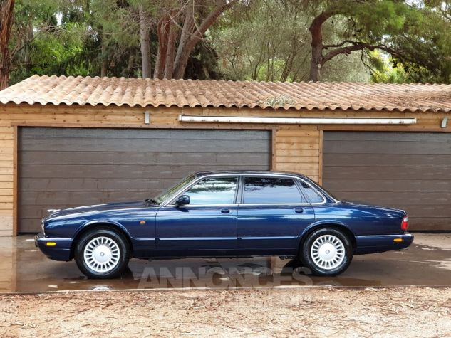 Jaguar XJ8 3.2 L V8 PACK CLASSIC BLEU MARINE METALLISE Occasion - 8