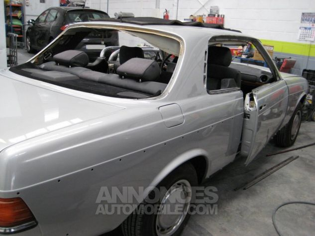 Mercedes 280 CE Coupé gris Occasion - 16