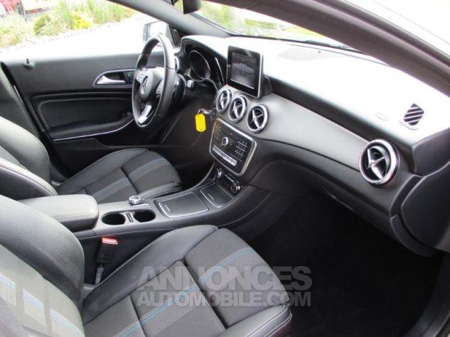 Mercedes CLA Shooting Brake 180 Sensation 7G-DCT Gris Montagne Occasion - 5