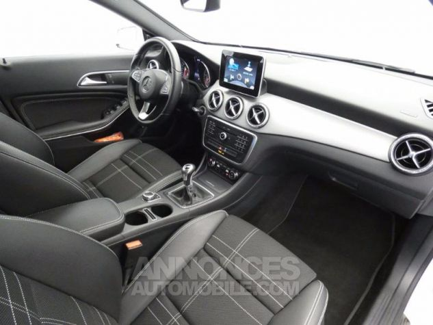 Mercedes CLA Shooting Brake 200 d Sensation Blanc Cirrus Occasion - 3