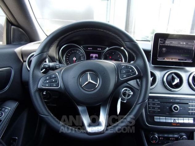 Mercedes CLA Shooting Brake 200 d Sensation 7G-DCT Gris montagne Occasion - 17