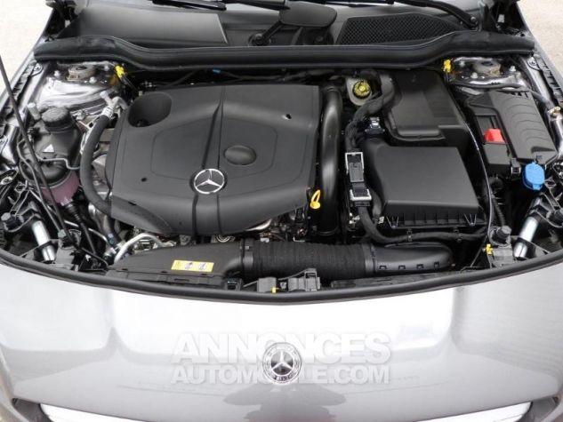 Mercedes CLA Shooting Brake 200 Sensation 7G-DCT Gris montagne métallisé Occasion - 17