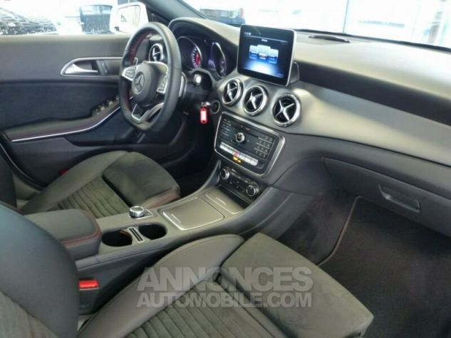 Mercedes CLA Shooting Brake 220d Pack AMG Blanc Occasion - 8