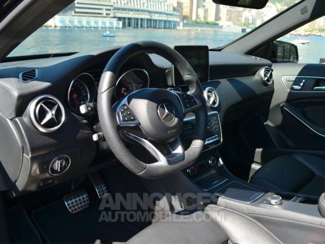 Mercedes Classe A 200 d Fascination 4Matic 7G-DCT Noir Cosmos Occasion - 3