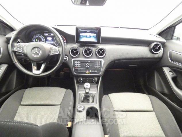 Mercedes Classe GLA 180 d Business Argent Polaire Occasion - 2