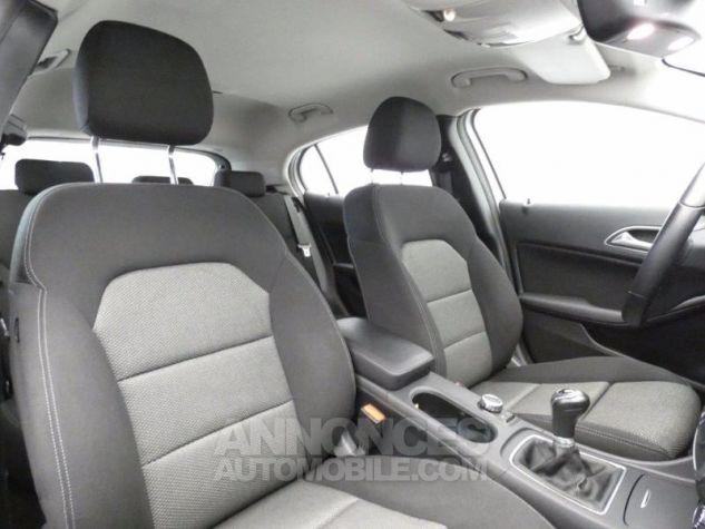 Mercedes Classe GLA 180 d Business Argent Polaire Occasion - 13