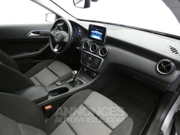 Mercedes Classe GLA 180 d Business Argent Polaire Occasion - 3