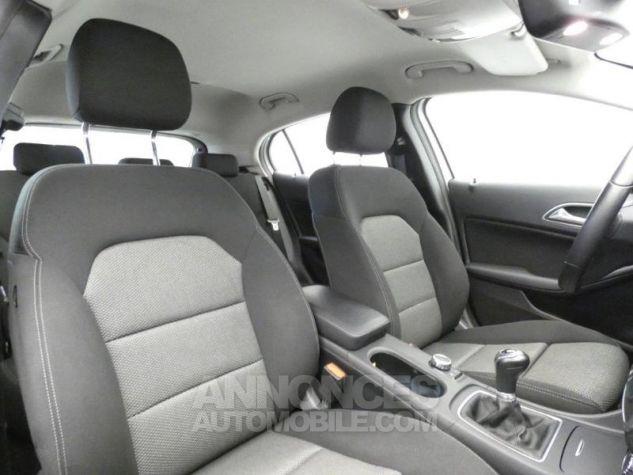 Mercedes Classe GLA 180 d Business Argent Polaire Occasion - 11