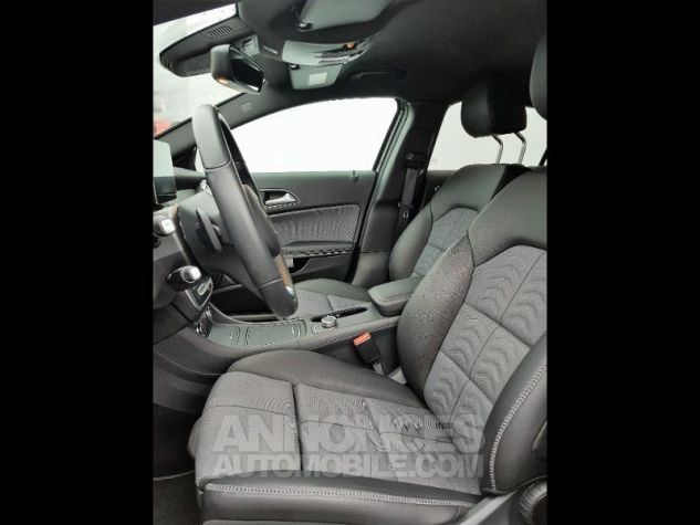 Mercedes Classe GLA 180 d Inspiration 7G-DCT NOIR COSMOS Occasion - 3