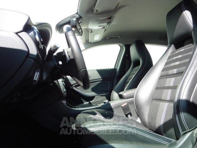 Mercedes Classe GLA 180 d Sensation 7G-DCT Bleu Cavansite Occasion - 5