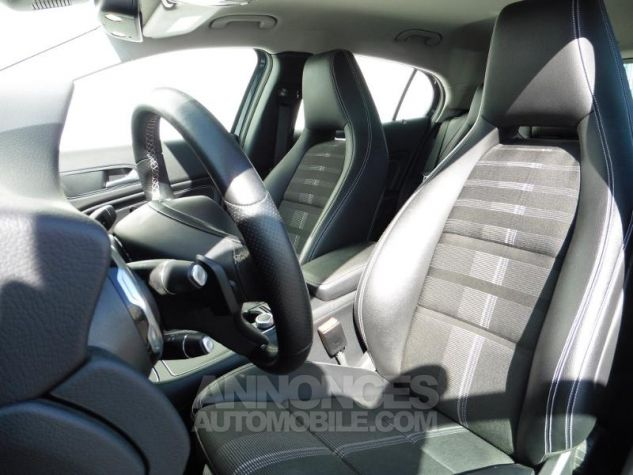 Mercedes Classe GLA 180 d Sensation 7G-DCT Bleu Cavansite Occasion - 7