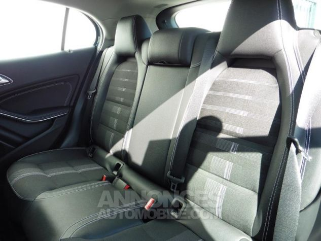 Mercedes Classe GLA 180 d Sensation 7G-DCT Bleu Cavansite Occasion - 17