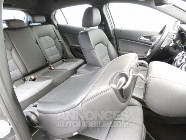 Mercedes Classe GLA 180 Inspiration 7G-DCT Gris Montagne Occasion - 17