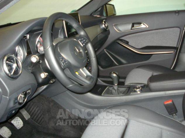 Mercedes Classe GLA 200 d Inspiration gris montagne metal Occasion - 2