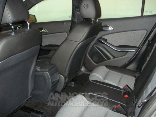 Mercedes Classe GLA 200 d Inspiration gris montagne metal Occasion - 3