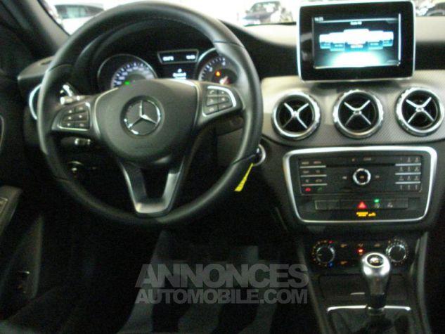 Mercedes Classe GLA 200 d Inspiration gris montagne metal Occasion - 4