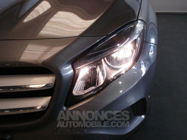 Mercedes Classe GLA 200 d Inspiration gris montagne metal Occasion - 11