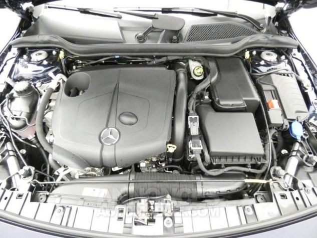 Mercedes Classe GLA 220 d Fascination 7G-DCT Bleu Cavansite Occasion - 19
