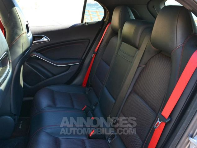 Mercedes Classe GLA 45 AMG 4Matic Speedshift DCT Gris Montagne Occasion - 16