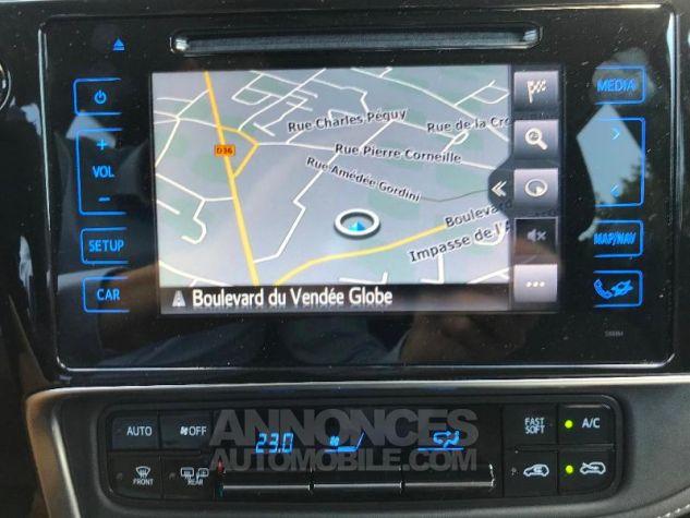 Toyota AURIS HSD 136h Collection BI-TON BLANC NACRE Occasion - 7