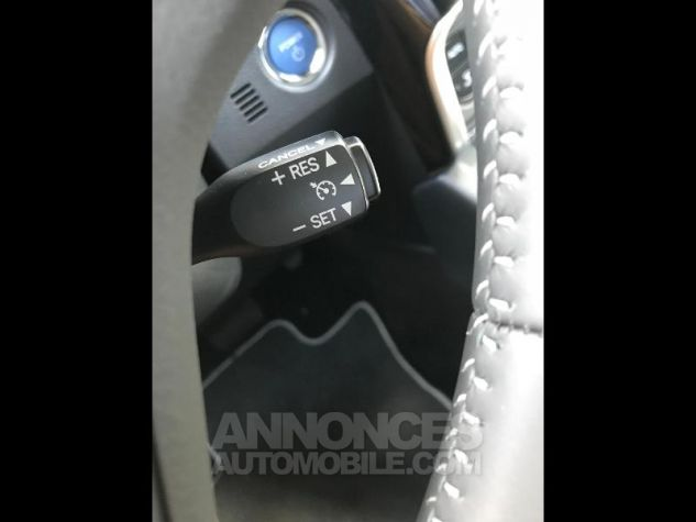Toyota AURIS HSD 136h Collection BI-TON BLANC NACRE Occasion - 8