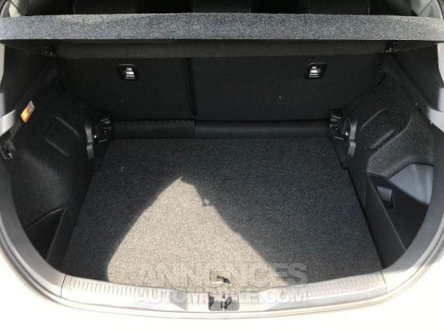 Toyota AURIS HSD 136h Collection BI-TON BLANC NACRE Occasion - 9