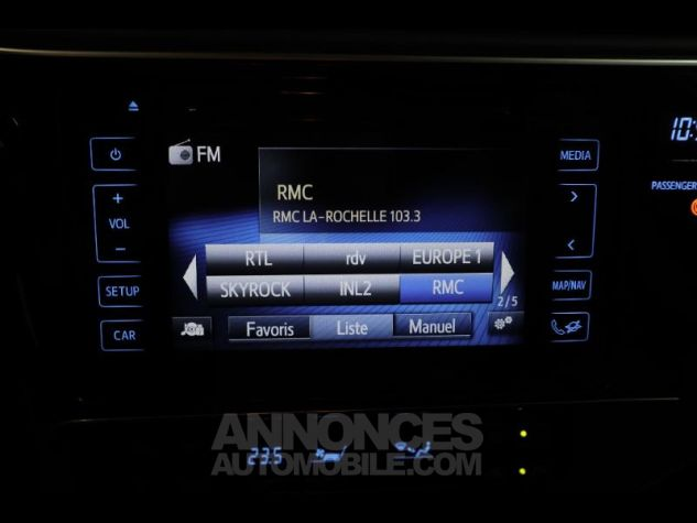 Toyota AURIS HSD 136h Collection RC18 blanche Occasion - 18