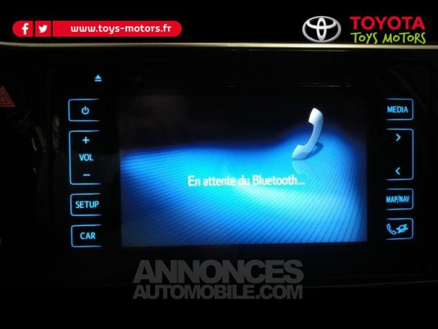 Toyota AURIS HSD 136h Collection RC18 Blanc Nacre Occasion - 16