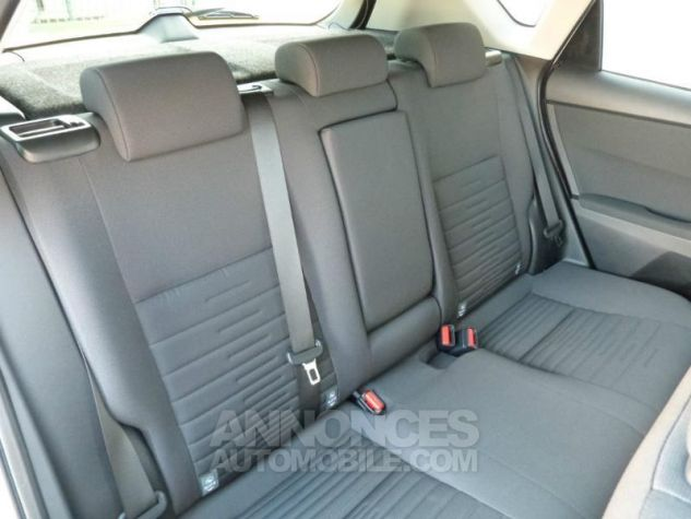 Toyota AURIS HSD 136h Design BLANC NACRE Occasion - 3