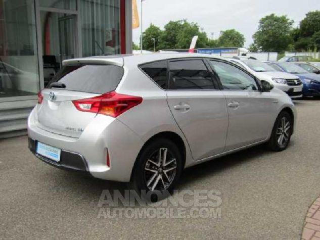 Toyota AURIS HSD 136h Feel Gris Clair Occasion - 2