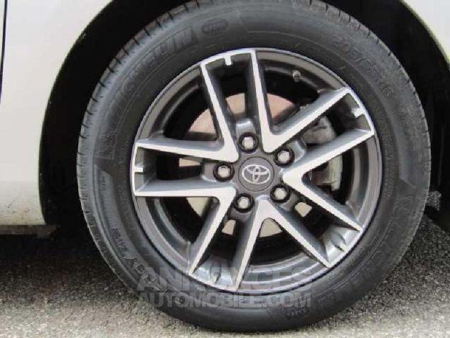 Toyota AURIS HSD 136h Feel Gris Clair Occasion - 18