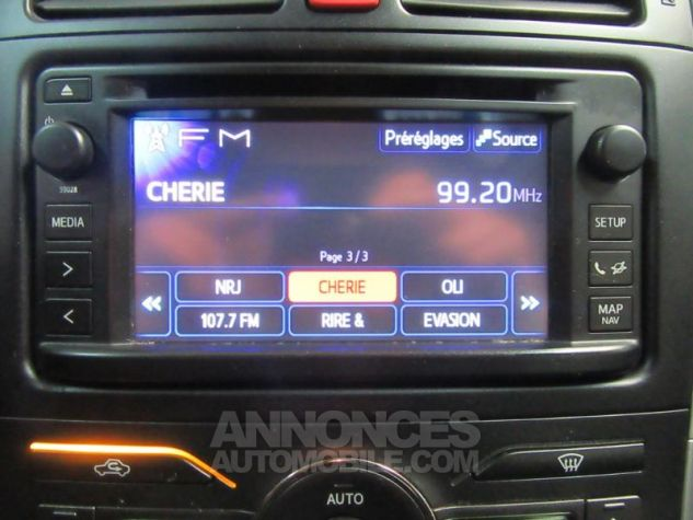 Toyota AURIS HSD 136h Millenium 17 5p GRIS F Occasion - 16