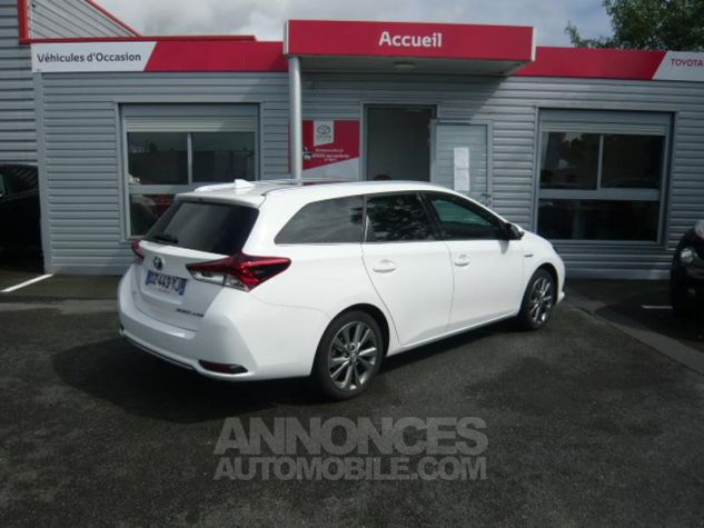 Toyota AURIS TOURING SPORTS HSD 136h Executive BLANC Occasion - 1