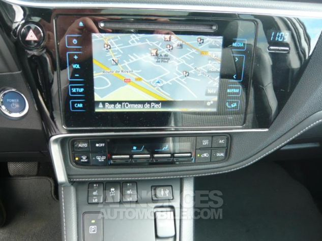 Toyota AURIS TOURING SPORTS HSD 136h Executive BLANC Occasion - 11