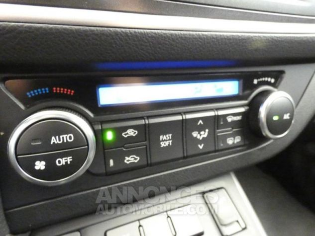 Toyota AURIS TOURING SPORTS HSD 136h Feel Blanc Occasion - 13