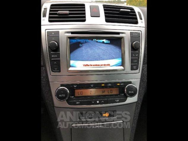 Toyota AVENSIS 124 D-4D Dynamic 4p Gris Clair Occasion - 13