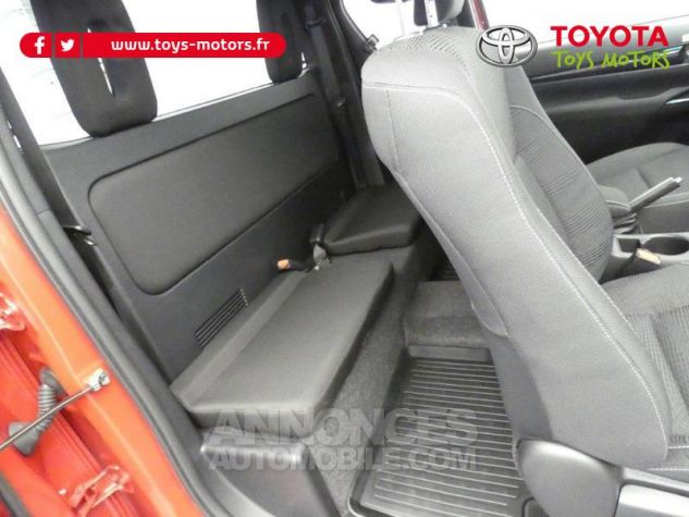 Toyota HILUX 2.4 D-4D 150ch X-Tra Cabine Légende 4WD RC19 Rouge Volcano Occasion - 4
