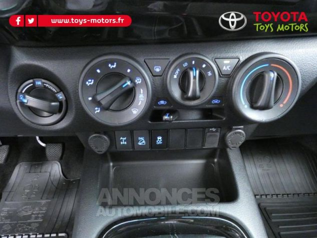 Toyota HILUX 2.4 D-4D 150ch X-Tra Cabine Légende 4WD RC19 Rouge Volcano Occasion - 13